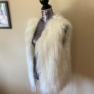 Jackets & Blazers - White Fuzzy Faux Fur Vest